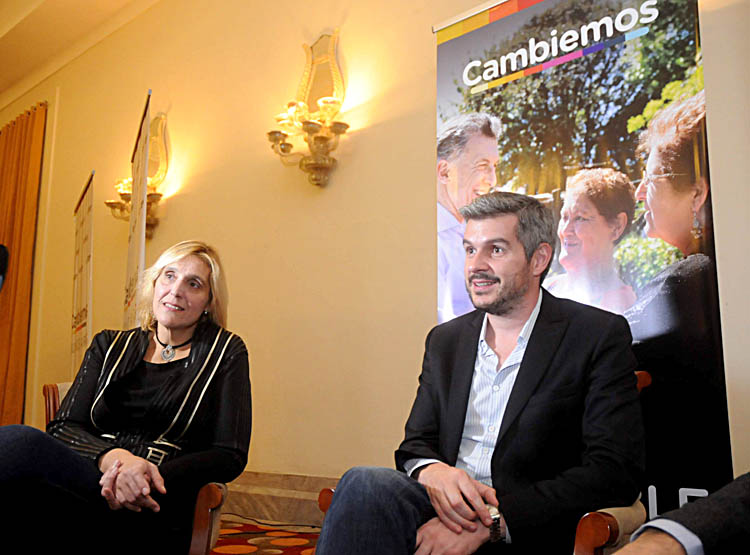 Marcos Peña encabezó una jornada de timbreo en Mar del Plata