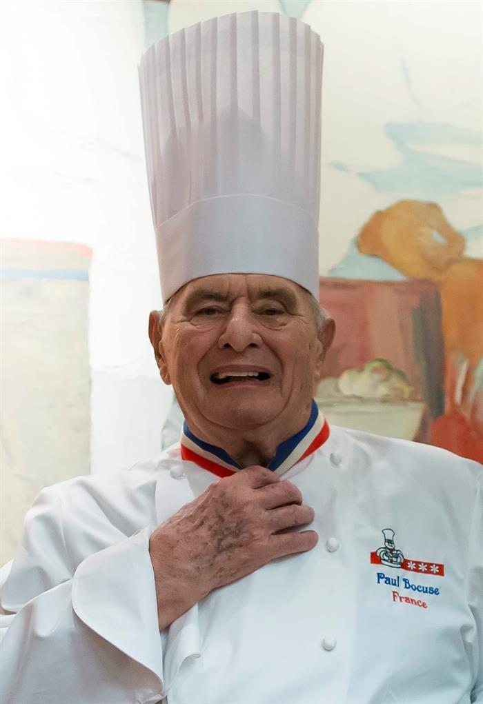 Paul bocuse a los 90 a os sigue brillando entre fogones for Chef en frances