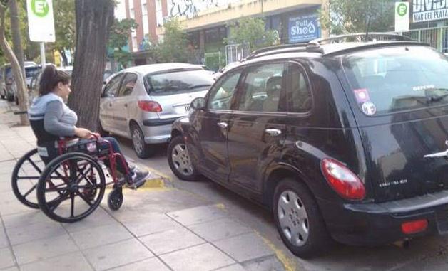 Un Auto Que Tapa La Rampa Para Discapacitados Es Viral En